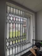 Розсувні решітки металеві на двері вікна вітрини Ві́нниця