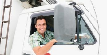 Водитель с грузовым автомобилем